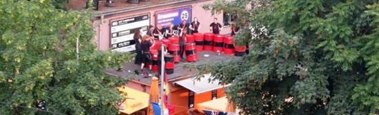 BLECHLAWINE – Spektakuläre Ölfass-Performance aus Dresden